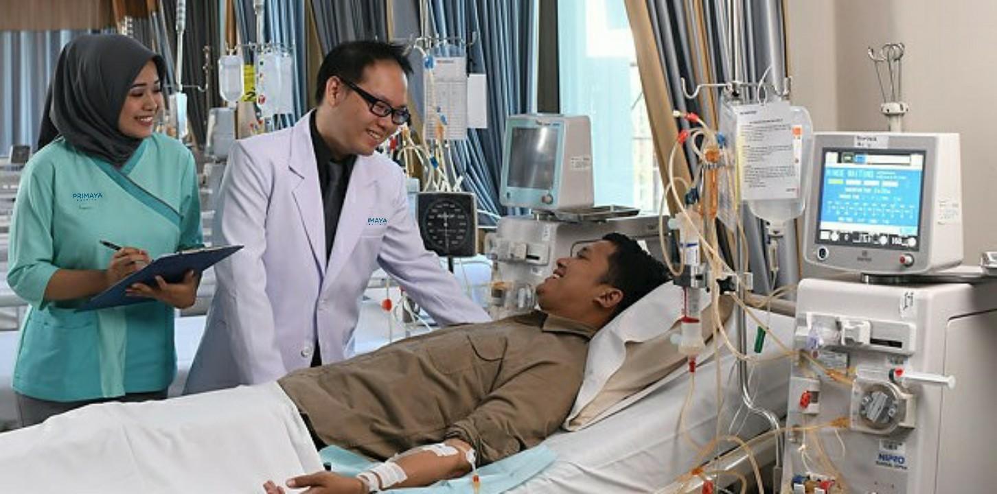 Hemodialisa adalah terapi cuci darah di luar tubuh untuk seseorang yang ginjalnya tidak bekerja secara normal. Hemodialisa RS Awal Bros siap melayani pasien 24 jam. Didukung kerjasama tim yang beranggotakan dokter umum yang bersertifikat HD, dokter penyakit dalam, dokter nefrologi, serta perawat yang terampil, mahir dan bersertifikat.